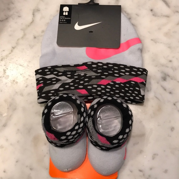Nike Infant Hat and Booties 5261e8ea543